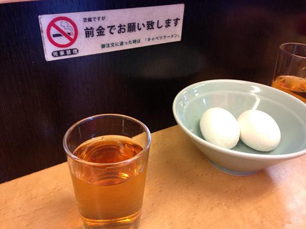 光家-お冷とゆで卵